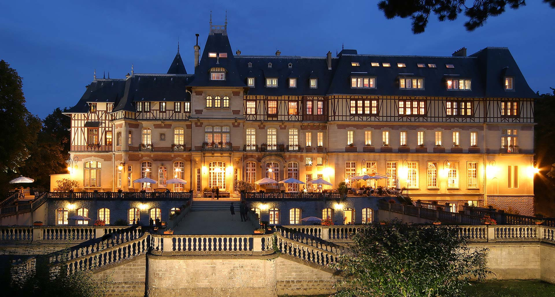 Surroundings of Chantilly Chateau hotel near Paris - Chateau de ...