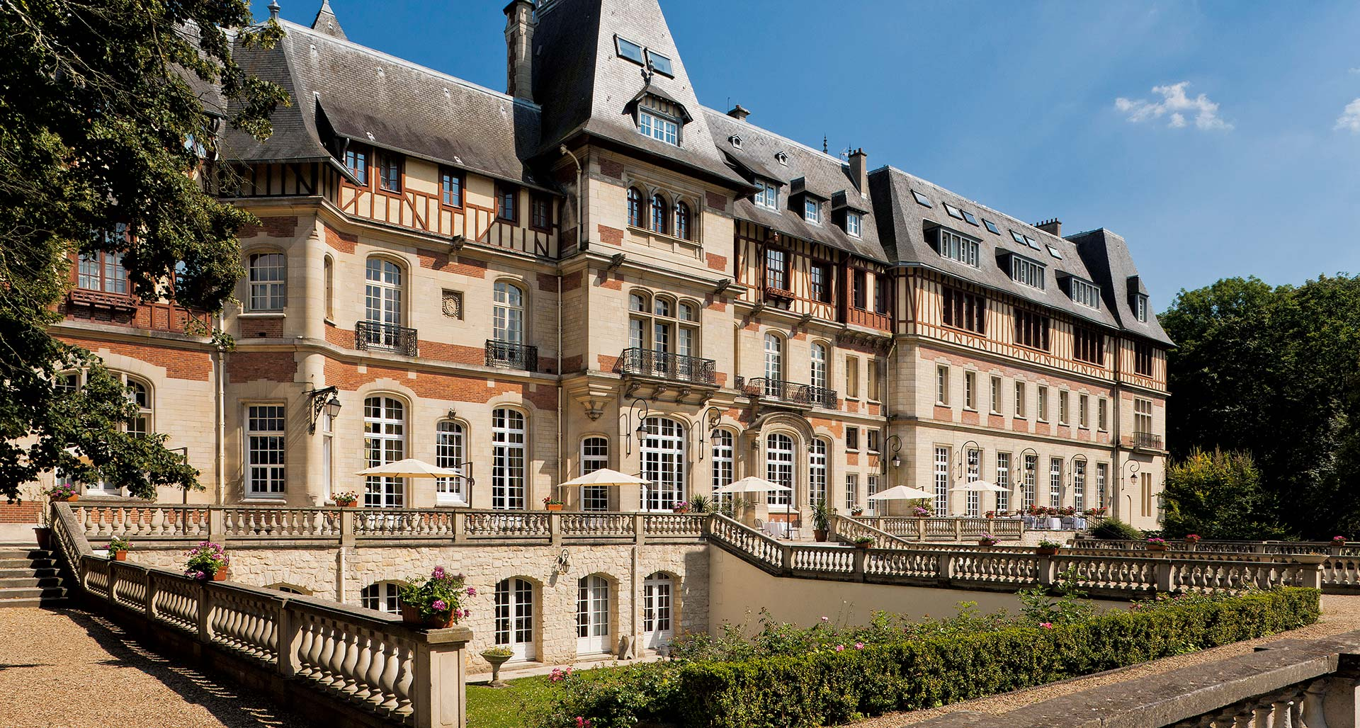Hotels near paris 4 star hotel in chantilly near paris for Hotel luxe france