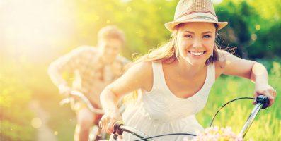 Couple amoureux vélo