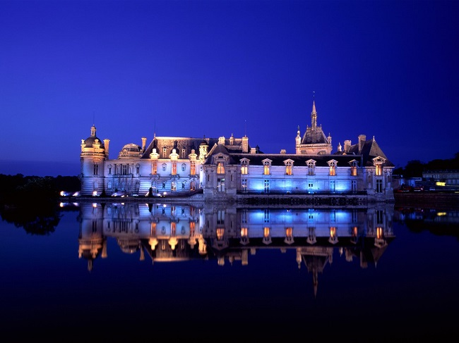 Château de Chantilly by night