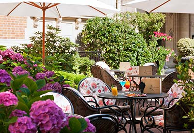 Terrasse bar à Chantilly, près de Paris