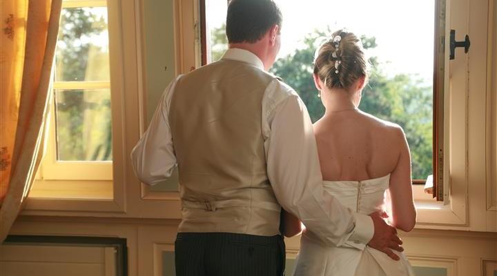 jeunes mariés au chateau