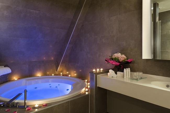 Salle de bain, baignoire bain bouillonnant